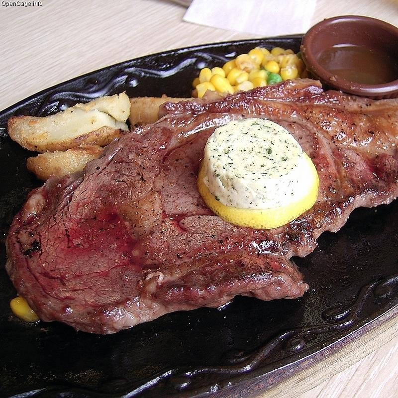 夏は肉料理でスタミナつけよう!ガツンと美味しい肉料理レシピ5選のサムネイル画像