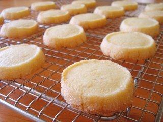 バターの贅沢な香りを楽しむ、サクサクのサブレレシピまとめのサムネイル画像