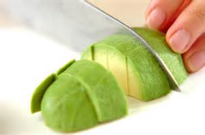 栄養満点☆森のバターといわれる『アボカド』の定番の切り方のサムネイル画像
