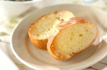 噛みしめるほどに美味しい、フランスパンを使った美味しいレシピのサムネイル画像
