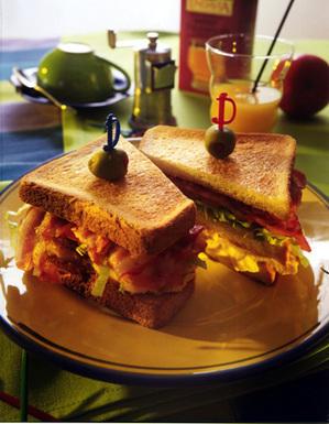 休日のランチにぴったり!人気の絶品サンドイッチレシピ厳選5品のサムネイル画像