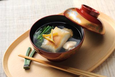 あっさりとした出汁の美味しさが格別!お雑煮のおすすめレシピのサムネイル画像