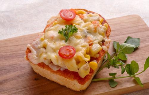 朝ご飯やおやつにピッタリ!ピザトーストの簡単レシピまとめのサムネイル画像