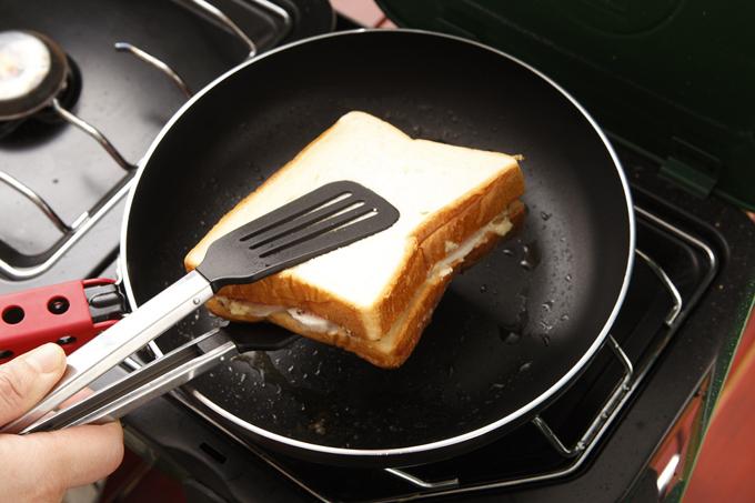 ホットサンドメーカーは必要なし!フライパンでホットサンドの作り方のサムネイル画像