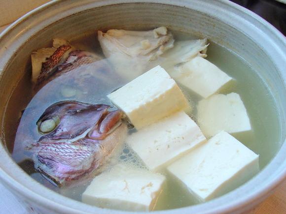 寒い季節にあったか染みる〜!身体の芯から温まる湯豆腐レシピのサムネイル画像