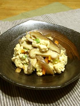 大人も子供もにっこり!ヘルシーでおいしい炒り豆腐の簡単レシピのサムネイル画像