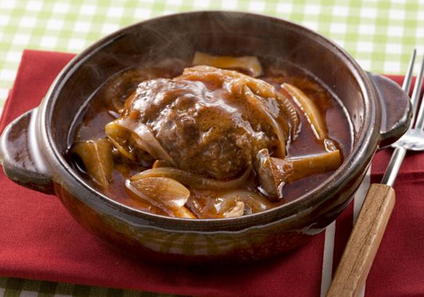 誕生日には子どもの大好きなご馳走を!煮込みハンバーグの人気レシピのサムネイル画像