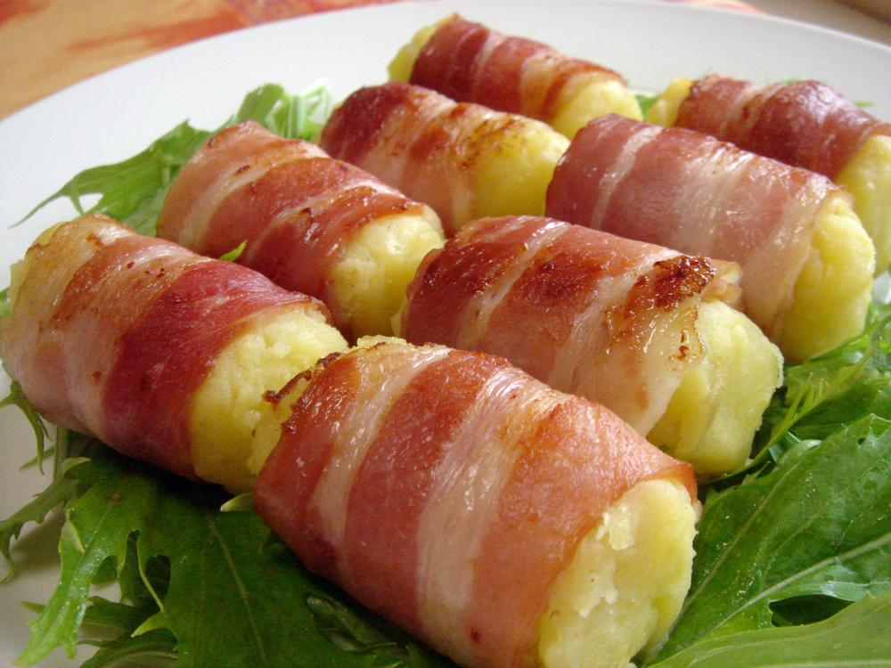 夕飯のメインのおかずに使える!人気のベーコンレシピをご紹介のサムネイル画像
