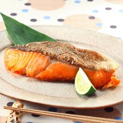 塩焼きやムニエルだけじゃもったいない!絶品簡単鮭レシピ5選!のサムネイル画像