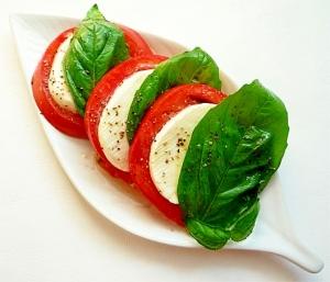 オシャレさおいしいさ◎最強コンビ、トマトとチーズのおすすめレシピのサムネイル画像
