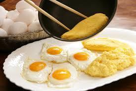 卵と電子レンジ。組み合わせて加熱すると危険ってウソ?ホント?のサムネイル画像