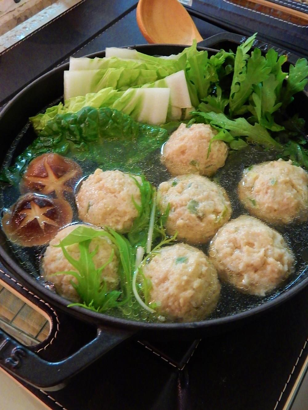 冬本番!鶏団子鍋!!身も心もほっこり♡あったまる鶏団子鍋ご紹介!のサムネイル画像