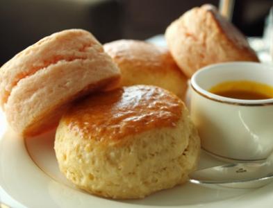 ティータイムや朝食に!お家で簡単にできるスコーンの作り方♪のサムネイル画像