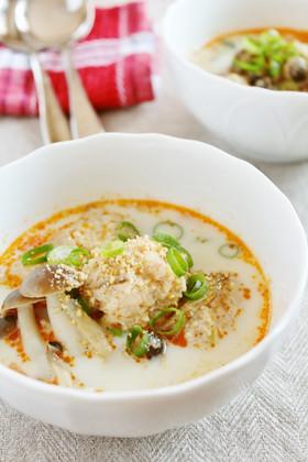 簡単おいしい鶏団子レシピ紹介します!鶏団子の人気レシピ厳選5選!のサムネイル画像