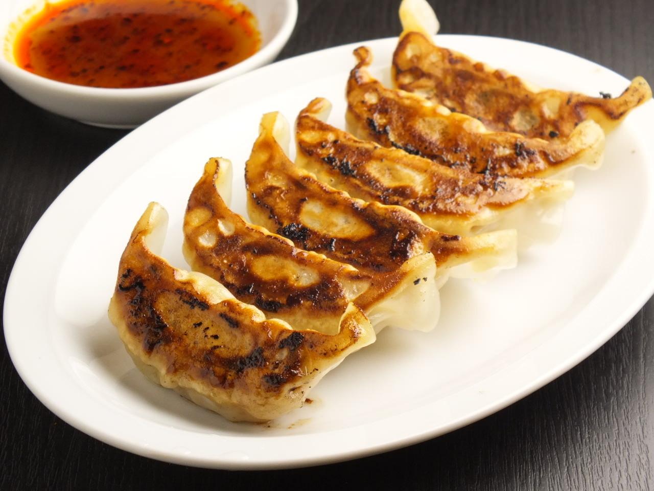 ラーメンにもご飯のおかずにも合う!美味しい簡単餃子レシピ♪のサムネイル画像