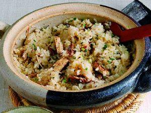 1度は挑戦してみたい!土鍋で炊く絶品炊き込みご飯のレシピ6選のサムネイル画像