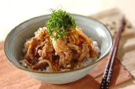 豚丼を一工夫。ガッツリ系にもうれしい色々な豚丼の作り方5選!のサムネイル画像