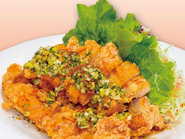 カリッと揚がった鶏肉に甘酸っぱいソース★リピ決定の油淋鶏レシピのサムネイル画像